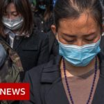 Coronavirus: China stops for three minutes to remember the dead – BBC News
